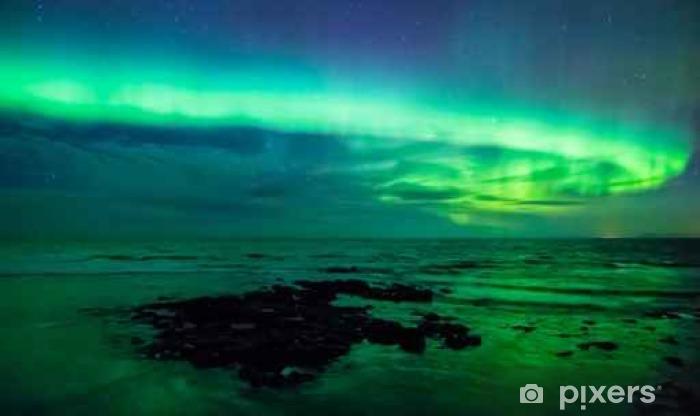 Vinyl Fotobehang Aurora borealis (noordelijk licht) over de zee, Gardur, IJsland - Landscapes