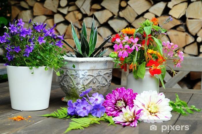 Blumen Dekoration Auf Garten Tisch Wall Mural Pixers We Live To