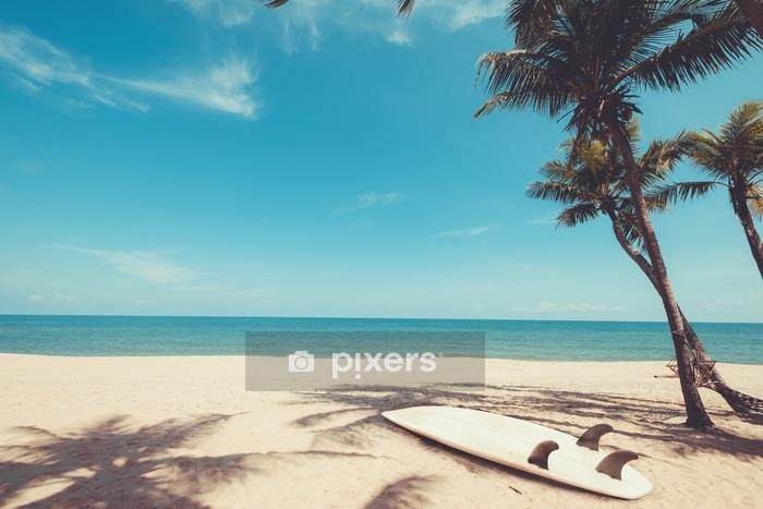 Housse De Couette Planche De Surf Sur La Plage Tropicale En Ete Paysage De Plage D Ete Et De Palmiers Avec La Mer Fond De Ciel Bleu Ton De Couleur Vintage Pixers
