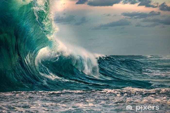Fototapet av Vinyl Stor havsvåg under stormen. havsvatten bakgrund i grova förhållanden - Landskap