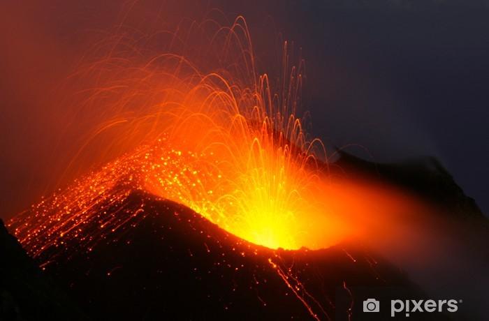 Vulkanausbruch bei Nacht. Vulkan Stromboli Vinyl Wall Mural - Natural Disasters