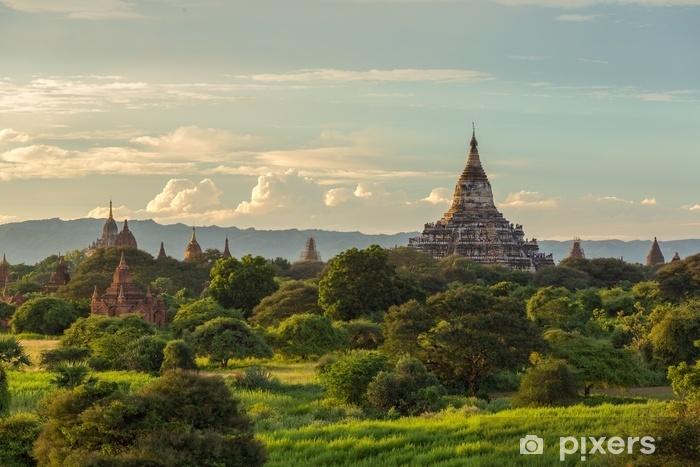 Sticker Pixerstick Beau lever de soleil sur les anciennes pagodes à bagan, myanmar - Voyages