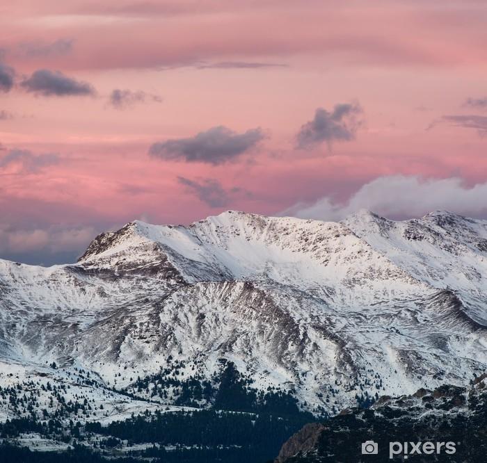 Vinilo Pixerstick Panorama de la montaña en la Italia durante la puesta del sol. hermoso paisaje natural en la montaña de italia - Paisajes
