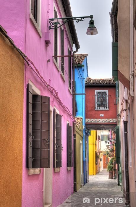 Fotomural Estándar Callejón colorido en Burano, Italia. - Ciudades europeas