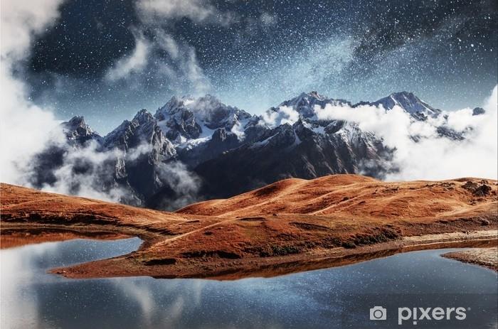 Fototapet av vinyl Fantastisk stjernehimmelen på fjellsjøen koruldi. pittoresk natt øvre svaneti, georgia europe. Kaukasus fjell - Lanskap