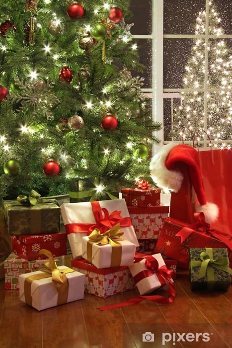 Albero Di Natale Con Regali.Carta Da Parati Brillantemente Illuminato Albero Di Natale Con Un Sacco Di Regali Pixers Viviamo Per Il Cambiamento
