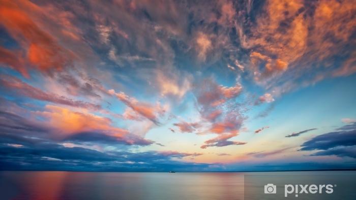 Vinyl Fotobehang Prachtige zonsondergang bij meermeerdere met boot - Landschappen