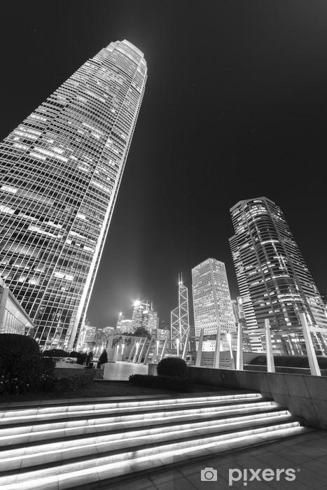 Naklejka Pixerstick Nowoczesny biurowiec i panoramę miasta Hongkong w nocy - Budynki i architektura