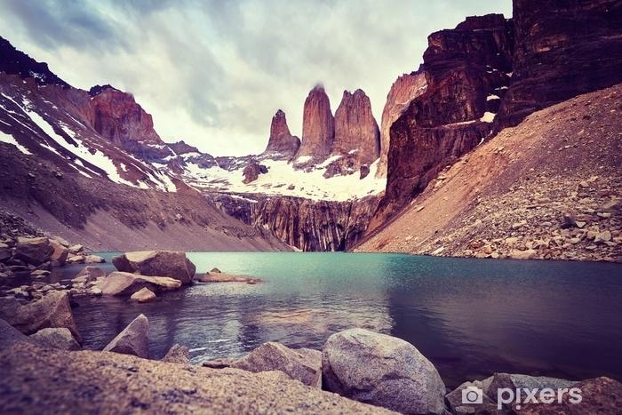 Fototapeta zmywalna Torres del paine park narodowy, kolor stonowanych obraz, patagonia, Chile. - Krajobrazy
