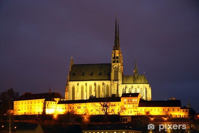 Naklejka Pixerstick Brno katedra w nocy - Budynki użyteczności publicznej