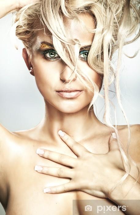 Fototapeta zmywalna Portret pięknej blond piękności - Moda