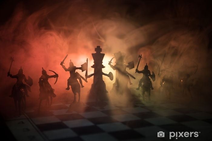 Vinyl Fotobehang Middeleeuwse veldslag met cavalerie en infanterie op schaakbord. schaken bordspel concept van zakelijke ideeën en concurrentie en strategie ideeën schaken cijfers op een donkere achtergrond. selectieve aandacht - Business