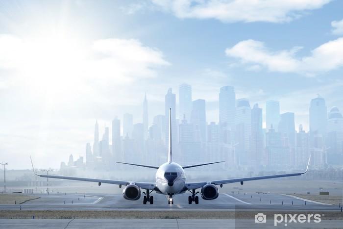 Papier peint vinyle Gros avion sur la piste dans une grande ville - Thèmes