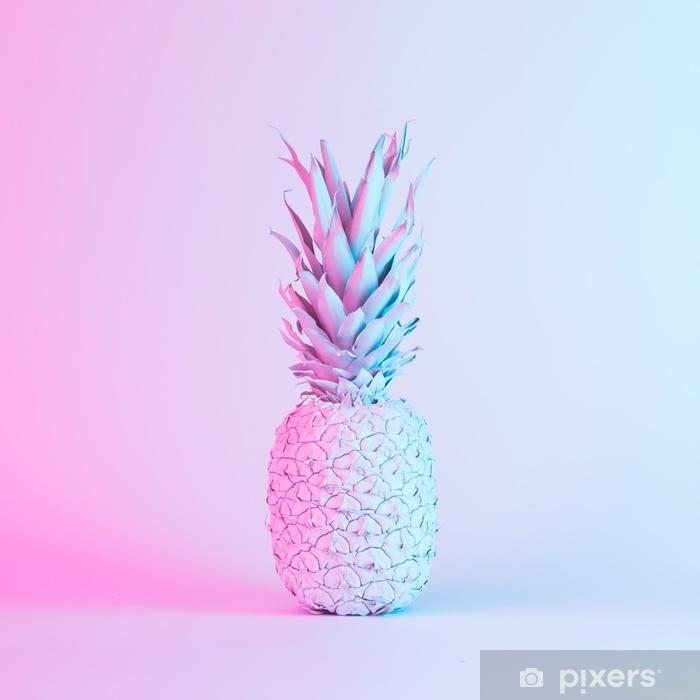 Naklejka Pixerstick Ananas w żywych kolorach holograficznych neonowych gradientów. koncepcja sztuki. minimalne tło surrealizmu. - Zasoby graficzne