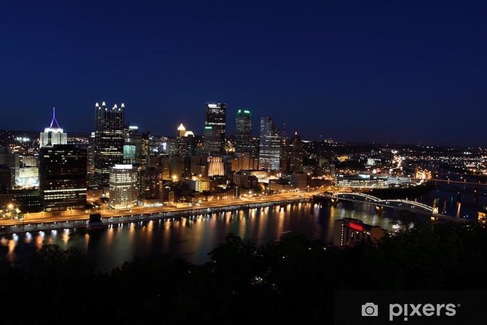Papier peint vinyle L'horizon de Pittsburgh de Mount Washington dans la nuit. - Amérique