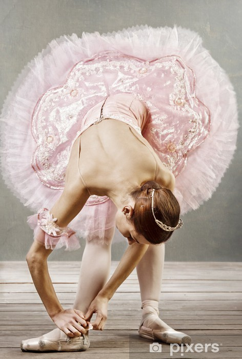 Fototapeta winylowa Młoda tancerka w pięknym tutu ustalające jej kapcie - Tematy