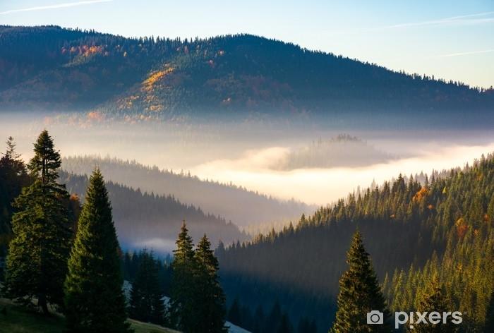 Fotomural Estándar Magnífico amanecer brumoso en las montañas. hermoso paisaje de otoño del parque natural de apuseni en Rumania - Paisajes