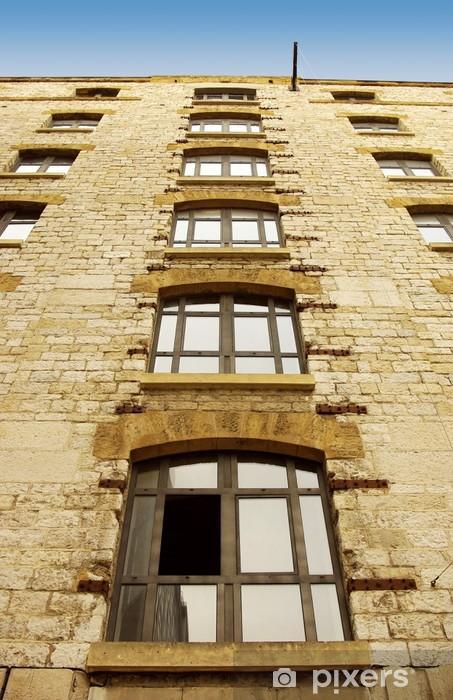 Papier peint vinyle Alignement de fenêtres en contre-plongée - Industrie lourde