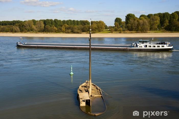 Papier peint vinyle Schiffswrack im Rhein - Eau