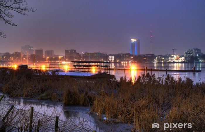 Naklejka Pixerstick Niebieska godzina w zimie - Hamburg Alster zewnętrzna - Pejzaż miejski