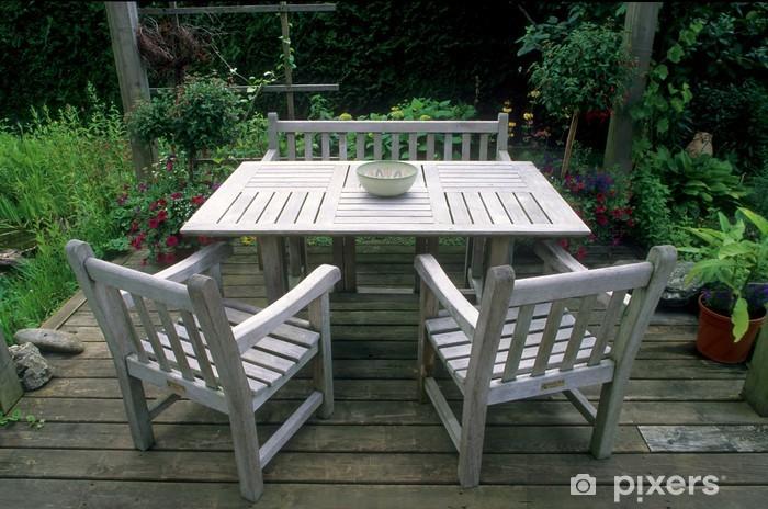 Papier peint Table, banc et chaises en bois de teck dans le jardin