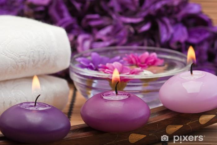 Fototapeta winylowa Purpurowe świece i kwiaty w otoczeniu Spa (1) - Przeznaczenia