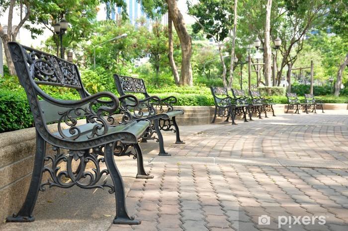 Naklejka Pixerstick Ławki żelaza w parku, w Bangkoku w Tajlandii - Wakacje