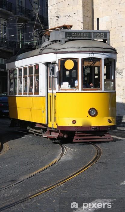 Fototapeta winylowa Żółty tramwaj w Lizbonie - Miasta europejskie