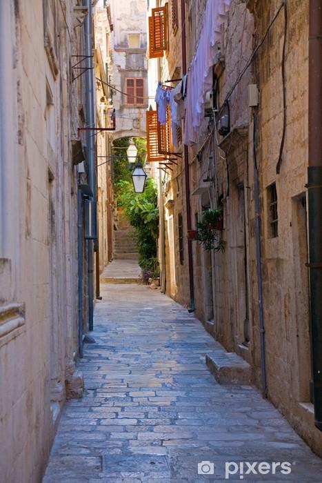 Fototapeta winylowa Wąska ulica - Europa