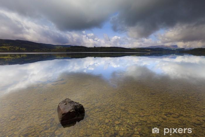 Sticker Pixerstick Rainclouds sur le Loch Venacher dans un paysage en Ecosse - Europe