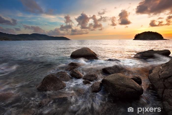 Fotomural Estándar Puesta de sol tropical en las rocas. Tailandia - Cielo