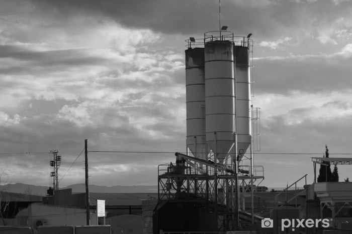 Vinyl-Fototapete Depósitos de cemento - Fabrikgebäude und Betriebsgebäude