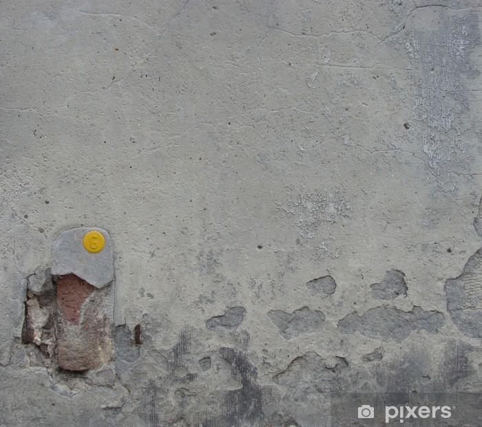 Plakat Brudny szary mur z małym żółtym plastikowego i cegły - Zabytki