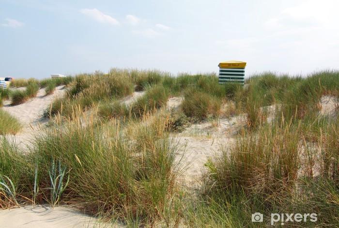 Vinilo Pixerstick Sillas de playa en las dunas de arena - Agua