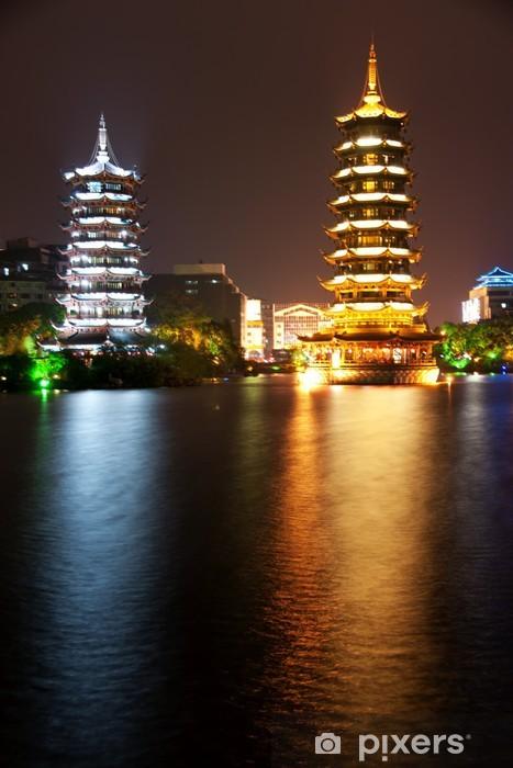 Fototapeta winylowa Guilin: dwa pagodes - Azja