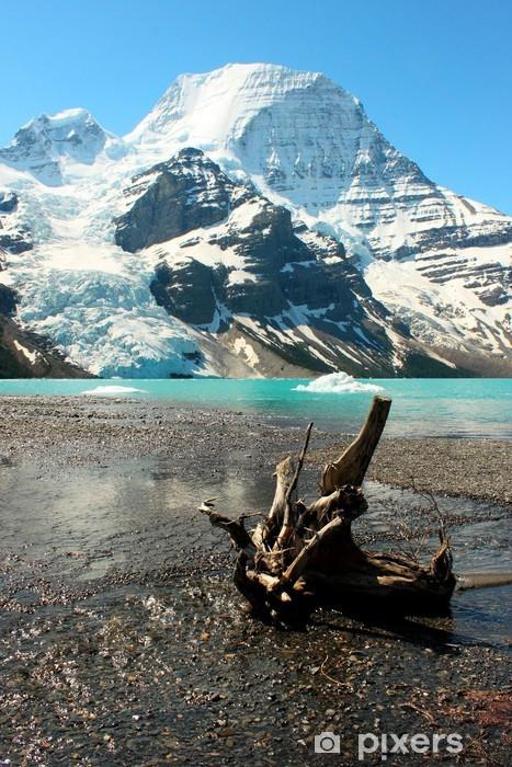 Papier peint vinyle Connectez-vous sur la plage de galets à côté de Berg lac et le mont Robson, le Canada - Montagne