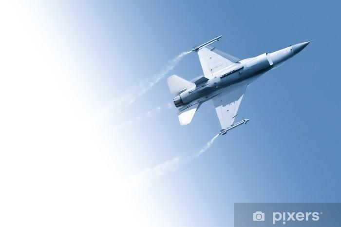 Sticker Pixerstick Avion de chasse militaire battant par un ciel bleu dégradé - Thèmes