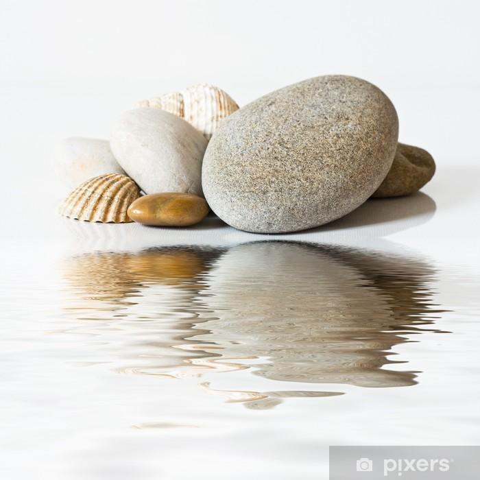 Vinilo Pixerstick Galets et coquillages sur l'eau -