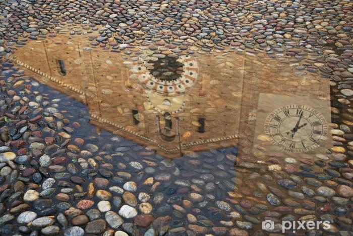 Fotomural Estándar Reflexión de una iglesia en un charco, Lodi, Italia - Construcciones públicas