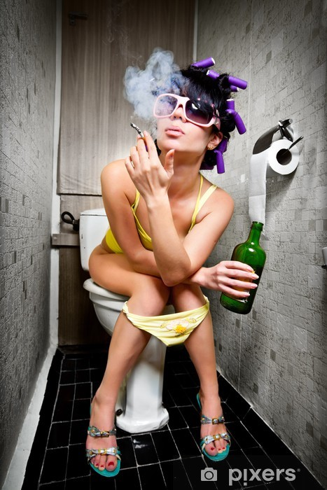 Naklejka Pixerstick Dziewczyna siedzi w toalecie - Nałogi