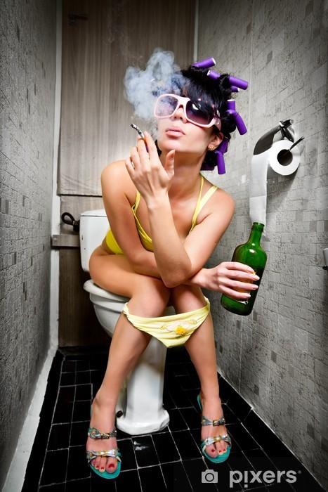 Tyttö istuu wc: ssä Vinyyli valokuvatapetti - Riippuvuus