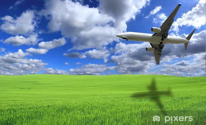 Pixerstick Sticker Vliegtuig vliegt boven groene veld - Lucht