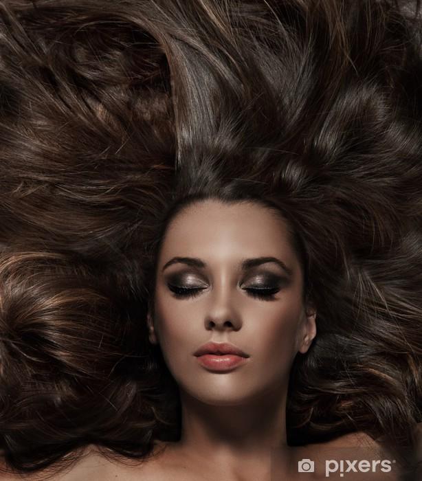 Nálepka Pixerstick Krása brunetka s dlouhými vlasy - Osud