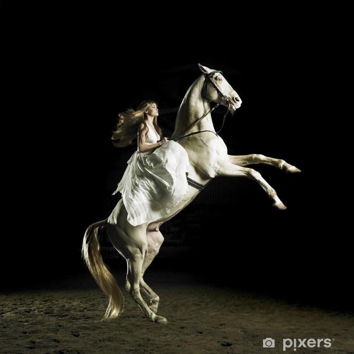 Papier peint vinyle Belle fille sur un cheval blanc - Thèmes