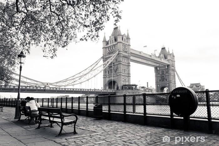 Vinil Duvar Resmi Tower Bridge siyah ve beyaz görünüm -