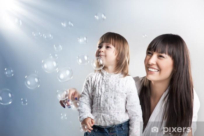 Naklejka Pixerstick Portret matki i córki, radosnym uśmiechem - Wartości rodzinne