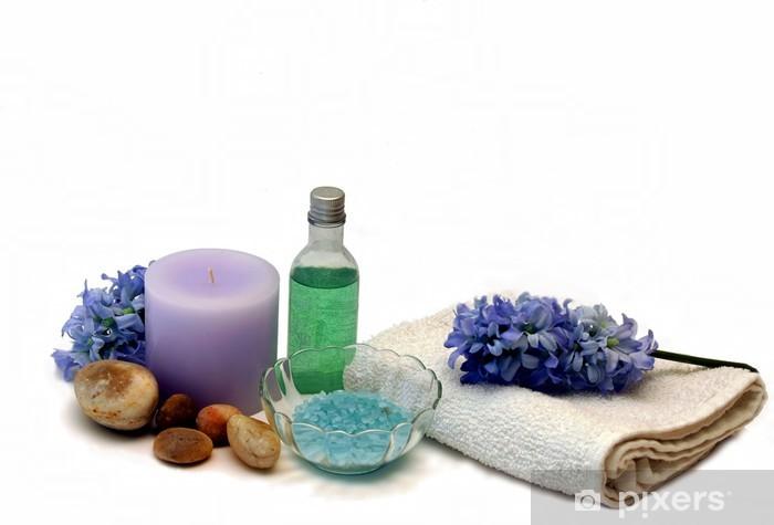 Fototapeta winylowa Hiacynt sole do kąpieli i żel pod prysznic świeca w bluesowych purpury i g - Dom i ogród