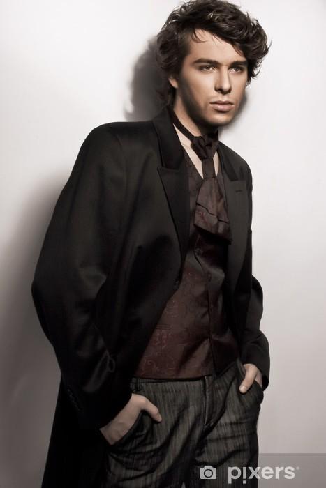 Vinyl-Fototapete Fantastisches Foto der jungen eleganten Mann posiert - Beauty und Körperpflege