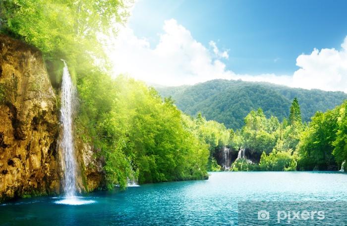 Fototapeta winylowa Wodospad w głębokim lesie - Tematy
