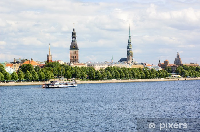 Papier peint vinyle Vue panoramique de la vieille ville de Riga et la Daugava, la Lettonie - Europe